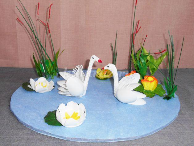 Весенние поделки своими руками. Лебеди на озере