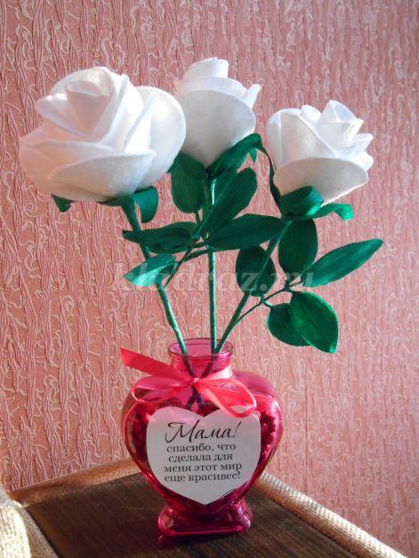 Белые розы в подарок маме на 8 Марта своими руками.  Мастер – класс с пошаговыми фото