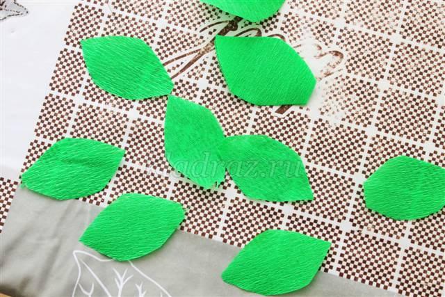 Зеленые листочки из гофрированной бумаги 103