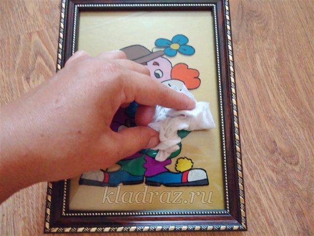 Изготовление поделки в технике рисования пластилином на стекле
