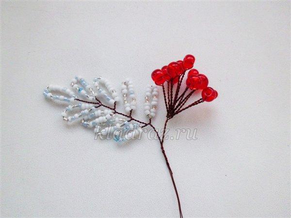 Зимние цветы из бисера