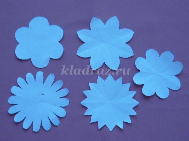 Как вырезать красиво цветы из цветной бумаги своими руками 60