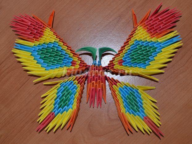 Бабочка из бумажных модулей.