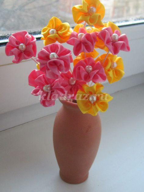 Цветы из лент в вазу