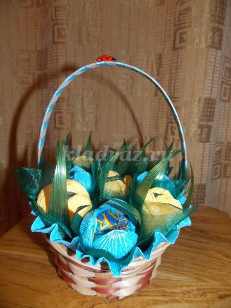 Подарки из конфет к любому празднику Идеи с подробными фото