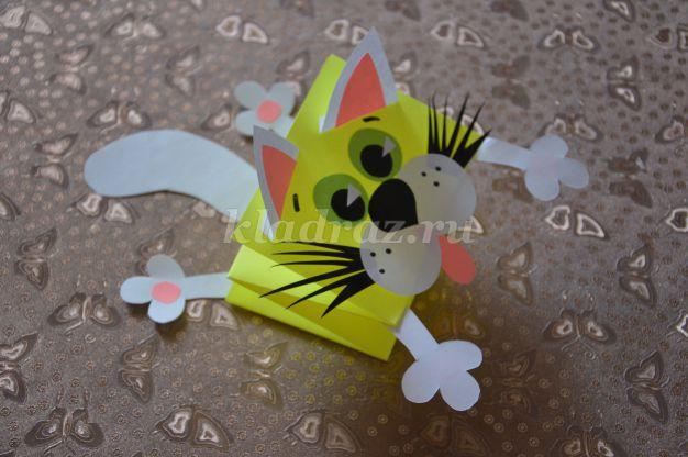 Кота из бумаги из цветной