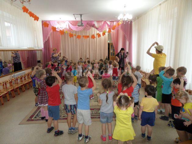 Осенний спортивный праздник в детском саду сценарий для