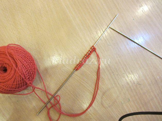 Вяжем из красных ниток