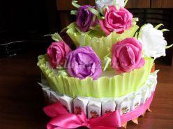 Торт с конфетами ко Дню летних именинников. Мастер - класс с пошаговыми фото