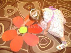 Праздник мам «Разноцветные цветочки для мамочек». Вторая младшая группа