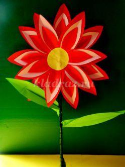 Поделка из бумаги для детей раннего дошкольного возраста на тему: «Нежный цветок для мамы»