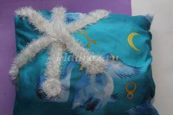 Как украсить подушку снежинкой. Мастер-класс с пошаговым фото