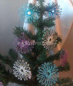 Новогодняя игрушка «Снежинки на шаблоне». Мастер-класс с пошаговыми фото