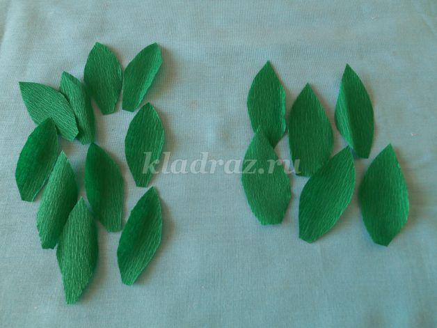 Зеленые листочки из гофрированной бумаги 87