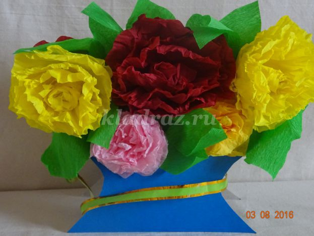 Ваза с цветами своими руками из бумаги