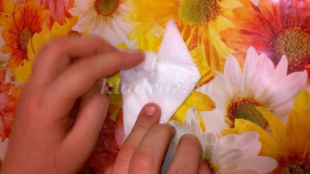 Цветок из салфеток своими руками поэтапно