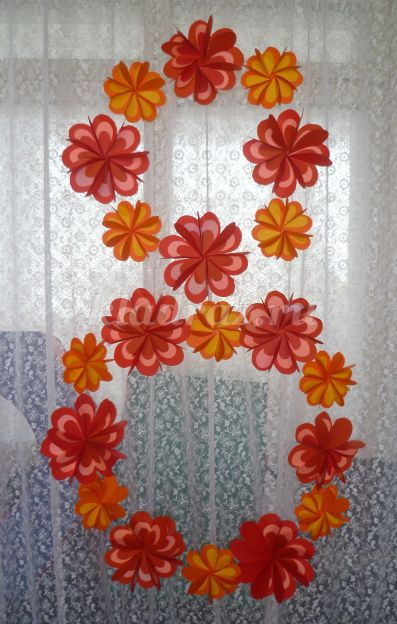 Оформление зала цветами из гофрированной бумаги своими руками 104