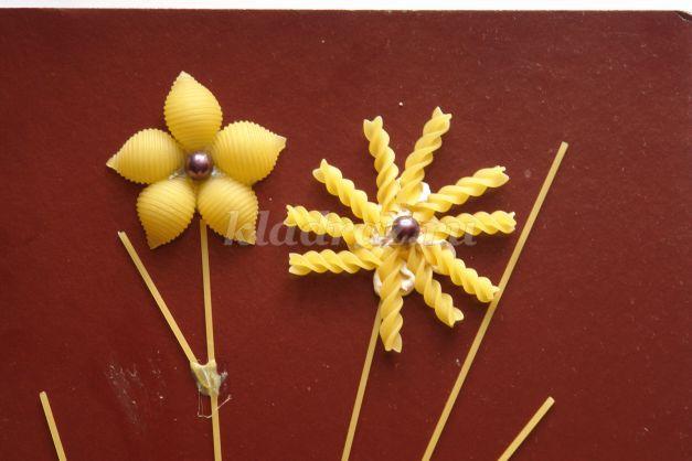 Поделки детскими руками из макарон