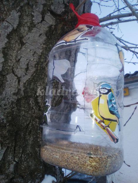 Кормушка для кур из пластиковой бутылки 5 литров своими руками 78