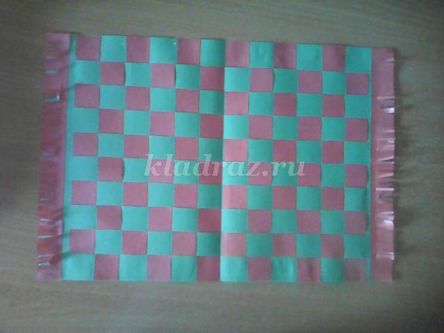 как сделать коврик из бумаги переплетенный
